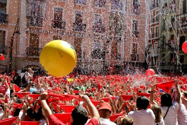 Con el chupinazo arrancó la Fiesta de San Fermín o Sanfermines en Pamplona, España