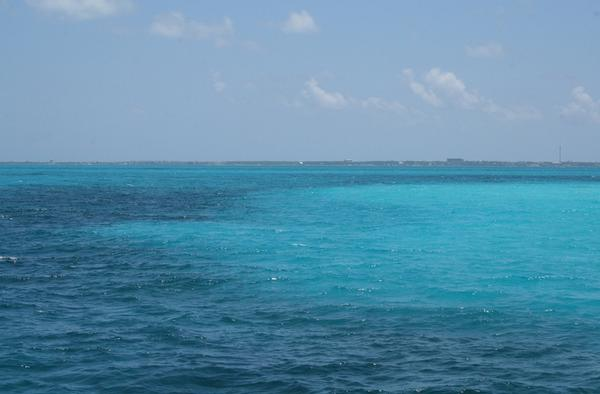 Isla Mujeres está situada a 14 km de Cancún, en la península de Yucatán