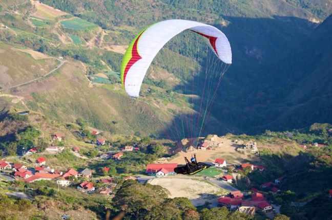 El parapente, contracción de paracaídas de pendiente, ha tomado auge en varias zonas de Venezuela. Una de ellas es El Jarillo
