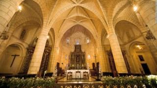 Catedral de Santa María La Menor es la más antigua de América. Data de 1512, su arquitectura es gótica y se dice que allí reposaron los restos de Cristóbal Colón, lo cual atrae a los turistas de manera considerable.